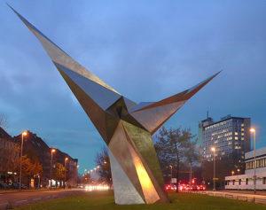 Skulptur Stahl 17/87, genannt: Stahlengel (12 m hoch, 16 m breit